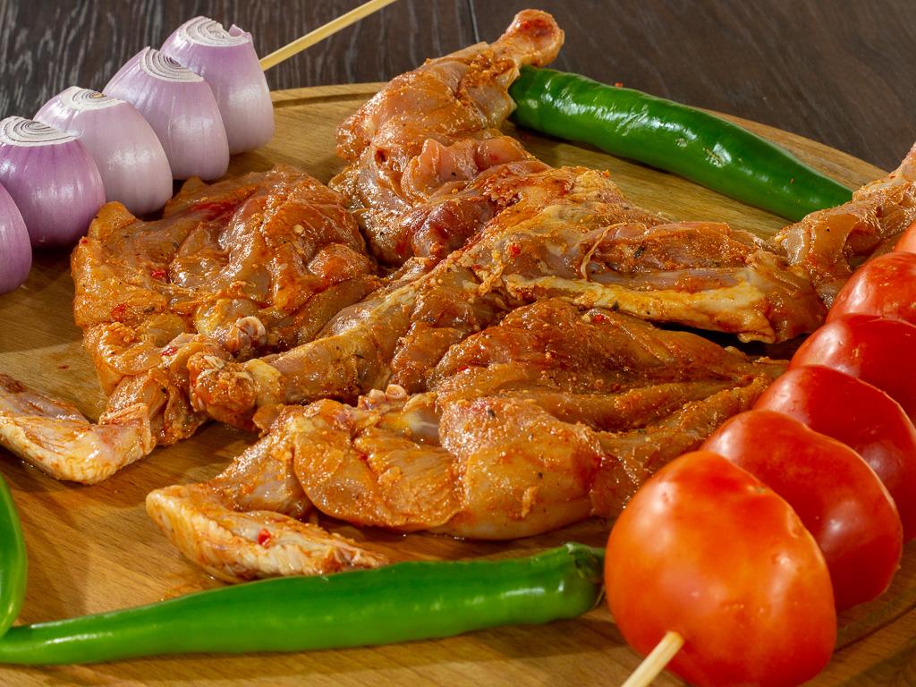 دجاج كويتي كامل متبل جاهز للشواء